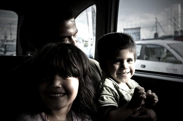 Familia Cortés, en ruta hacia Estados Unidos. Foto: Hector Guerrero