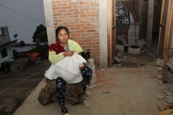 Familia de la zona sierra perdió su vivienda. Foto: Elizabeth Ruiz