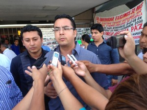 José Luis Ochoa, comerciante afectado, aclaró que la marcha de los comerciantes y vecinos no tiene fines políticos, sino meramente económicos y de bienestar