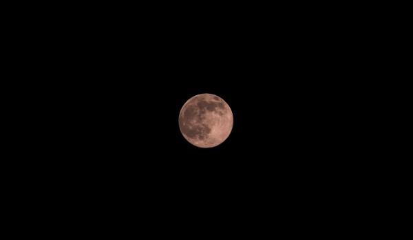 El color de la luna a veces cambia por la dispersión de luz en la atmósfera. Foto: Francisco Velásquez/ Chiapas PARALELO.