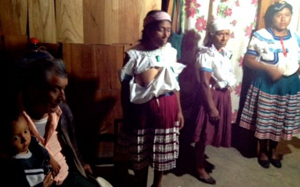 Mujeres golpeadas durante enfrentamiento. Foto: Fredy Martín