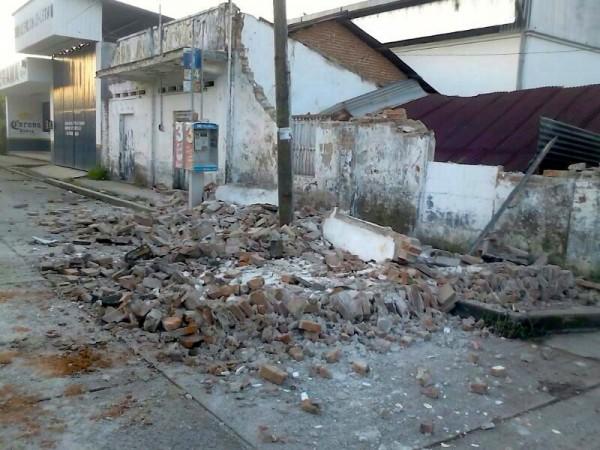 Paredes de viviendas colapsadas. Foto: Cortesía