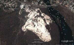 Esta es una vista aérea de los daños que ha dejado la calera por casi 50 años. Imagen: Google Earth