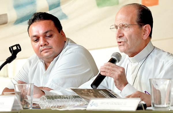 En la foto: Carlos Bartolo Solís y el padre alejandro Solalinde de Ixtepec, Oaxaca. Foto: Archivo/ChiapasPARALELO