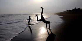 Niños en Playa del Sol, Tonalá, Chiapas, disfrutan de sus vacaciones. Foto: Elizabeth Ruiz.
