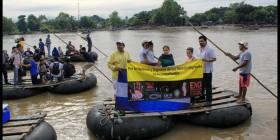 Niños migrantes cruzan la frontera entre México y Guatemala. Foto: Periodistas de a Pie