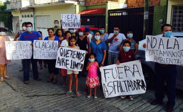 Protestan contra asfaltadora que emite partículas de plomos al aire y que afecta a la zona poniente de la capital del estado. Foto: Isaín Mandujano