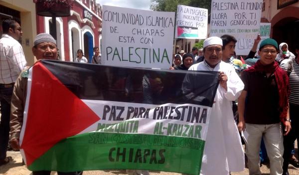 Indígenas tsotsiles convertidos al Islam marchan por las calles de San Cristóbal de Las Casas en solidaridad con el pueblo palestino. Foto: Isaín Mandujano