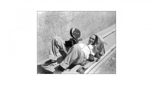 Walter Reuter con cámara en mano.