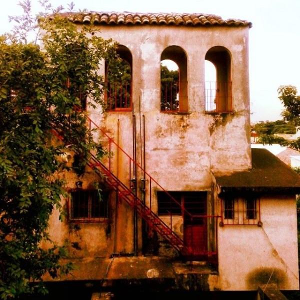 Un castillo en Tuxtla Gutiérrez.  Unbicado en el estacionamiento de Wallmart del Boulevard Belisario Domínguez. Foto: Emilio Ruiz