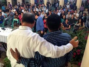 El padre Alejandro Solalinde Guerra y el profesor Alberto Patishtán Gómez en San Cristóbal de Las Casas. Foto: Isaín Mandujano/Chiapas PARALELO
