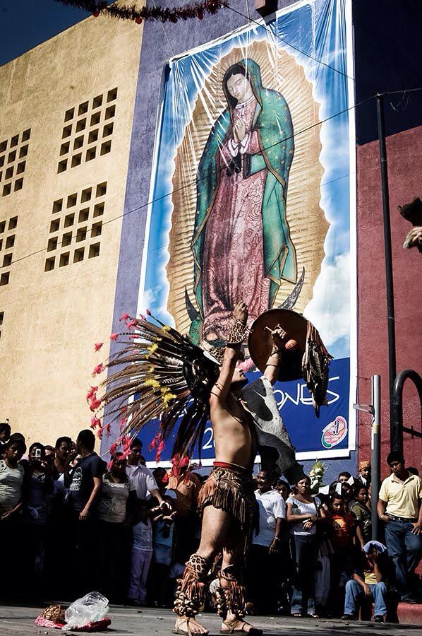 Danza prehispánica en día de la virgen. Tuxtla Gtz. / 2008. Foto: Ariel Silva