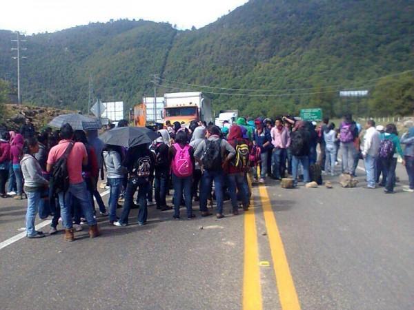 Aspecto del bloqueo carretero, que realizaron los campesinos en Ixtapa en junio para exigir que se liberaran los recursos del Copladem.  Foto: Archivo.