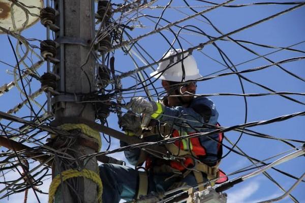 Trabajadores de la CFE. Foto: Elizabeth Ruiz