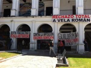 Docentes cuestionan a Vela Román. Foto: Elizabeth Ruiz