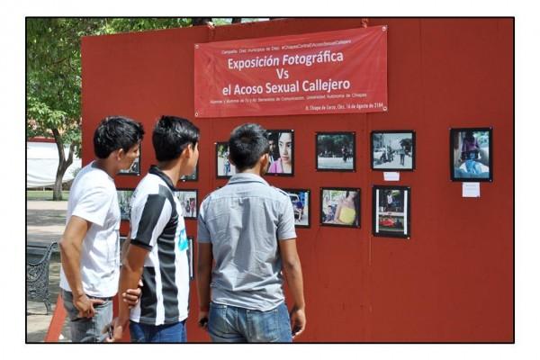 En Chiapa de Corzo estudiantes de la Unach realizaron una exposición fotográfica sobre el acoso callejero. Foto: Cortesía.