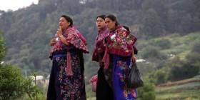 Mujeres indígenas de Zinacantán. Foto: Elizabeth Ruiz. Archivo.