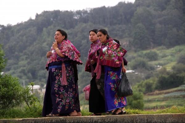 Mujeres indígenas de Zinacantán acuden a evento presidencial. Foto: Elizabeth Ruiz