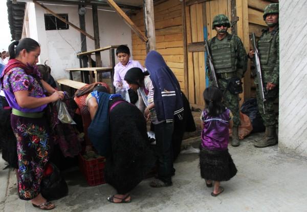 Militares resguardando las zonas aledañas a donde se llevó a cabo el evento presidencial. Foto: Elizabeth Ruiz