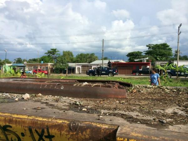 a Estación del tren en Tenosique fue rodeada por 5 patrullas de la Policía Federal. Foto: La 72