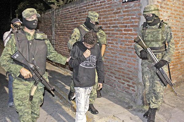 """Ponchis, el """"niños sicario"""", ícono del abandono y la descomposición social en México. Foto: Cortesía"""