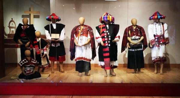 La colección incluye textiles de pueblos desde Honduras hasta México. Foto: Elizabeth Ruiz