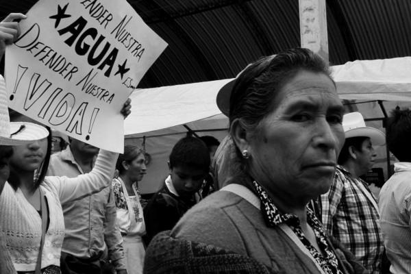 Marcha anti-minería en la cabecera municipal de Ixtacamaxtitlán. Foto: Ana Karen de la Torre