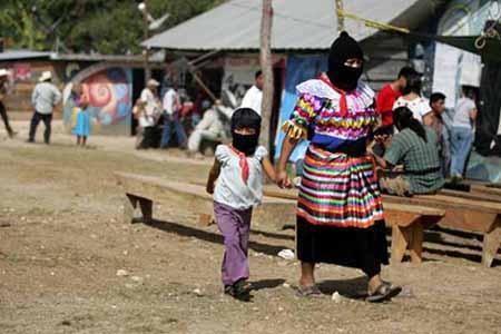 Comunicado del Caracol de Resistencia Hacia un Nuevo Amanecer Junta de Buen Gobierno: El camino del futuro. La Garrucha, Chiapas. Foto: pozol.org