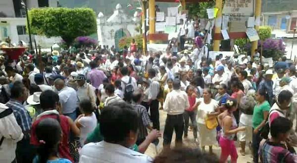 Marcha-peregrinación en Tila, convocada por el párroco Heriberto Cruz Vera.