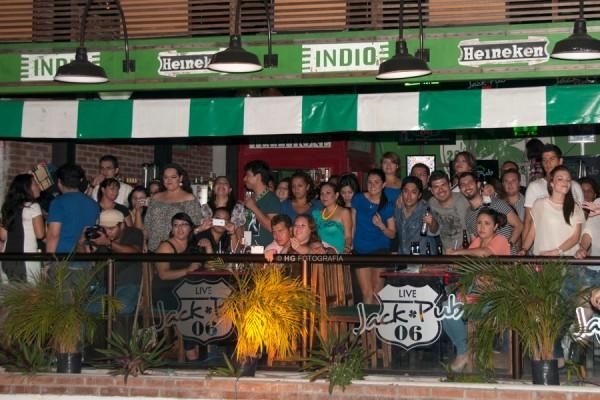 """Los echan de bar nocturno """"por estar bailando muy gay"""". Foto: Jack Pub"""