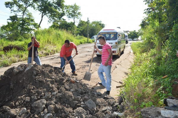 En Lomas de Sayula, Tapachula, el camino está despedazado. Foto: Cesar Rodríguez
