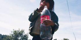 Niños y niñas, los más afectados por el consumo de refrescos.