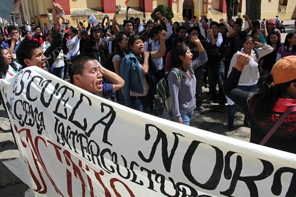 Estudiantes de Escuelas Normales ratificaron su compromiso por la educación popular. Foto: Elizabeth Ruiz
