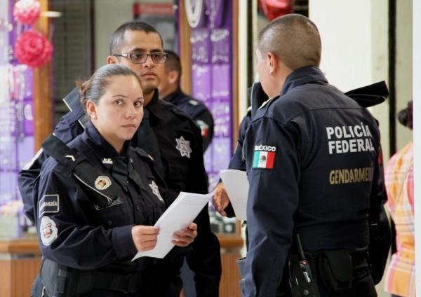 """""""Es la presentación que la Gendarmería Nacional está haciendo, para que la gente no se sorprenda por es la presencia de ellos"""". Foto: Benjamín Alfaro"""