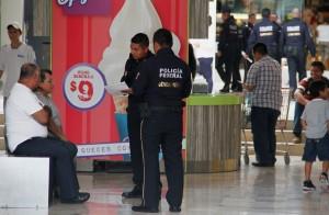 """Gendarmería recorre plazas públicas y centros comerciales para """"presentarse"""" con ciudadanos. Foto: Benjamín Alfaro"""