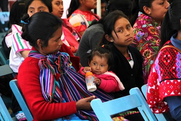 Insuficiencia de recursos alimenticios es una de las principales carencias de las mujeres indígenas en México. Foto: Elizabeth Ruiz