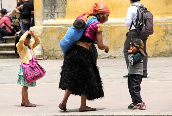 Al menos seis millones de mujeres indígenas viven con rezagos en diferentes áreas. Foto: Elizabeth Ruiz
