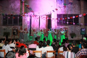 """En las """"Noches de verano"""" de los jueves se han presentado diferentes grupos culturales."""