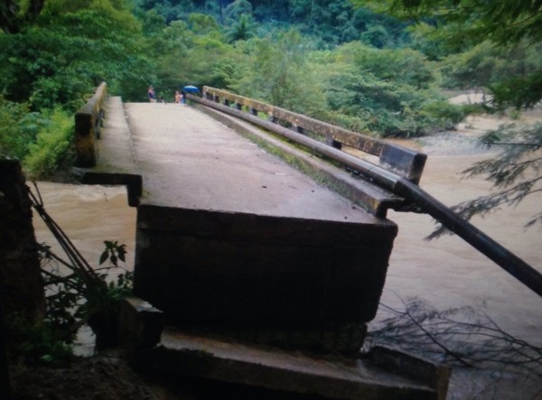 Puente colapsado por lluvias. Foto: Cortesía