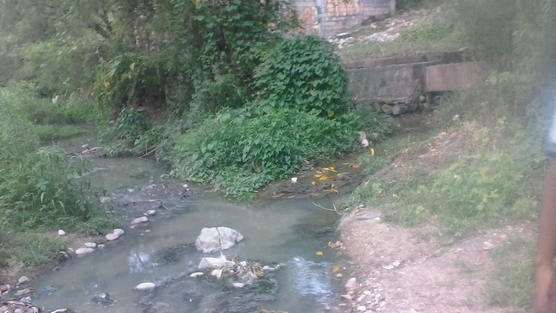 Rupturas en el drenaje contaminan río Suchiapa. Foto: Cortesía