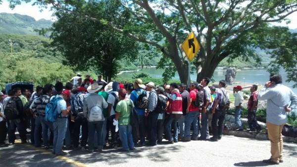 Trabajadores de Chiapas desplazados por CFE. Foto: Cortesía