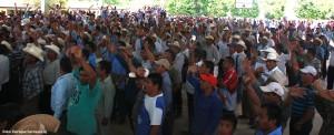 Los líderes de las 192 comunidades que conforman el ejido San Jerónimo Bachajón y que estuvieron presentes votaron en contra de autorizar que pase la autopista por sus tierras. Foto: Enrique Carrasco SJ