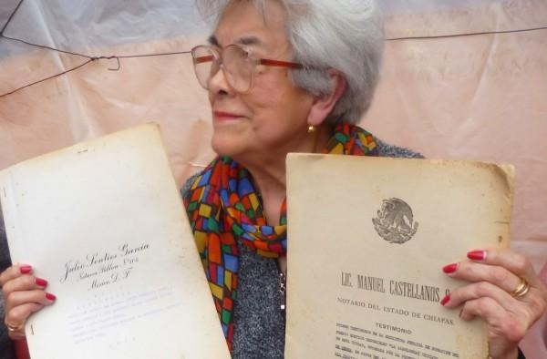 Carmen Portillo, denunciando en conferencia de prensa en San Cristóbal de Las Casas el martes por la mañana. Foto: Chiapas PARALELO