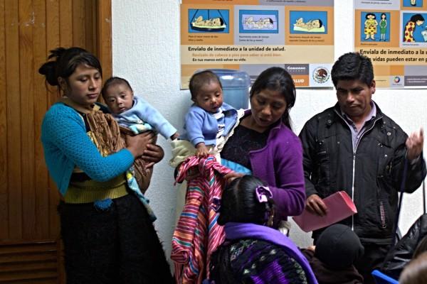 Mujeres embarazadas en espera de atención en hospitales públicos de Chiapas. Foto: Elizabeth Ruiz