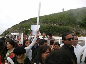 Amigos, familiares y activistas solidarios se sumaron a la manifestación para exigir castigo al victimario de Viridians. Foto: Chiapas PARALELO