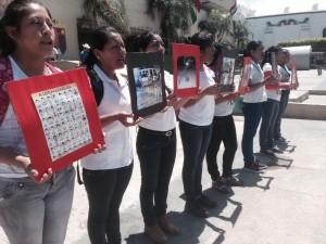 Mujeres normalistas en la protesta de Tuxtla este miercoles 01 de octubre.