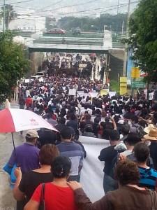 Desde la Normal Superior, miles de maestros marcharon en Tuxtla para protestar así por los 43 desparecidos en Iguala.