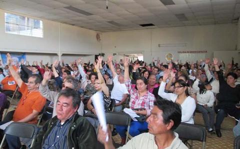 La Comisión Federal de Electricidad (CFE) se ha negado a otorgar contratos a los usuarios para regularizar el servicio de energía eléctrica y a abrir una oficina de atención a clientes, refirió la Canaco.