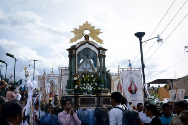 Unos 800 habitantes de los barrios de San Andrés y San Pedro realizan inédita procesión y se encomiendan a la patrona del Santuario de los Remedios. Foto:LadoB