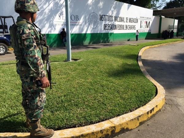 Operativo de seguridad afuera de la estación del INM en Tapachula. Foto: Cortesía